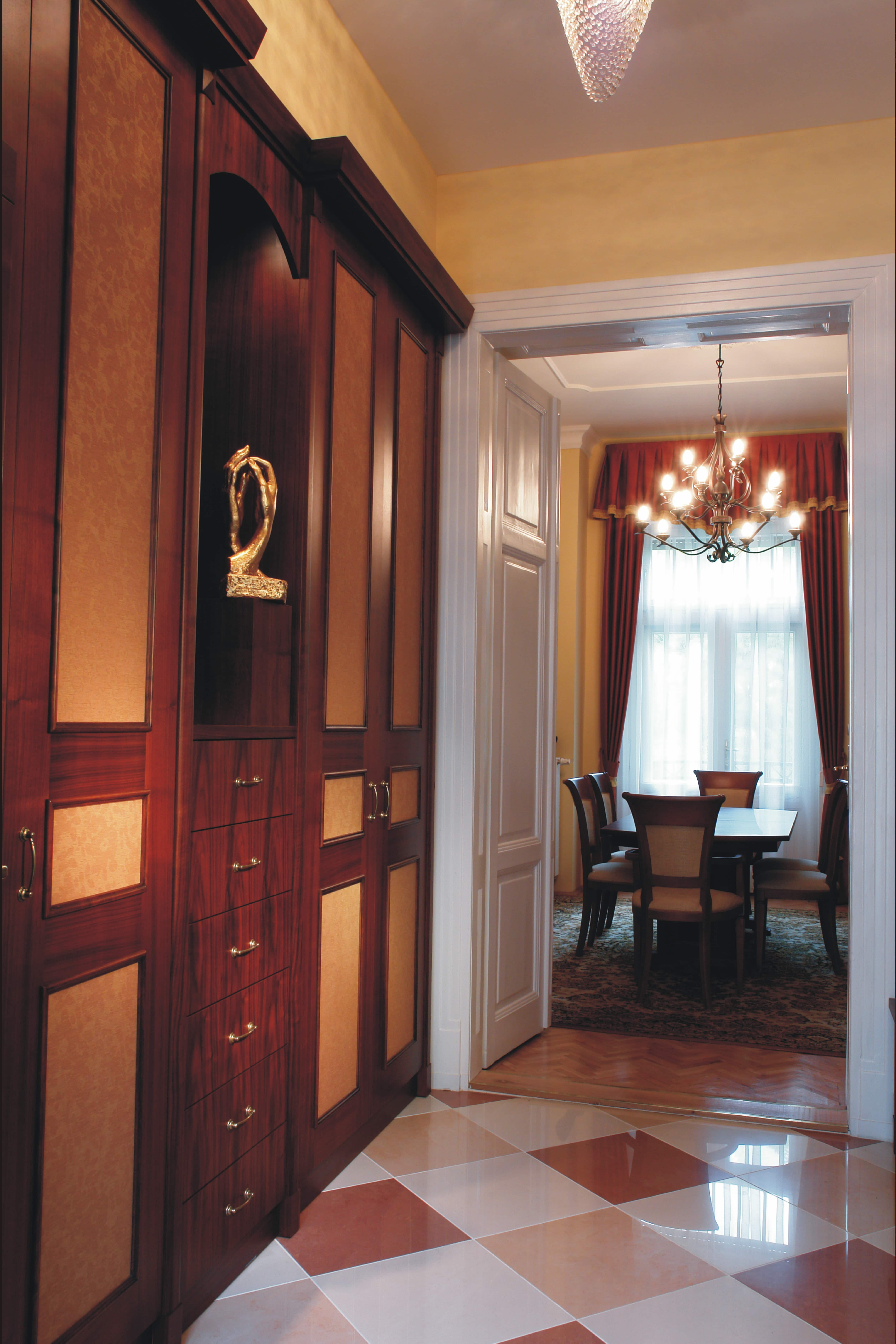 Klasszikus folyosó , Tervezte : Belloni Ákos