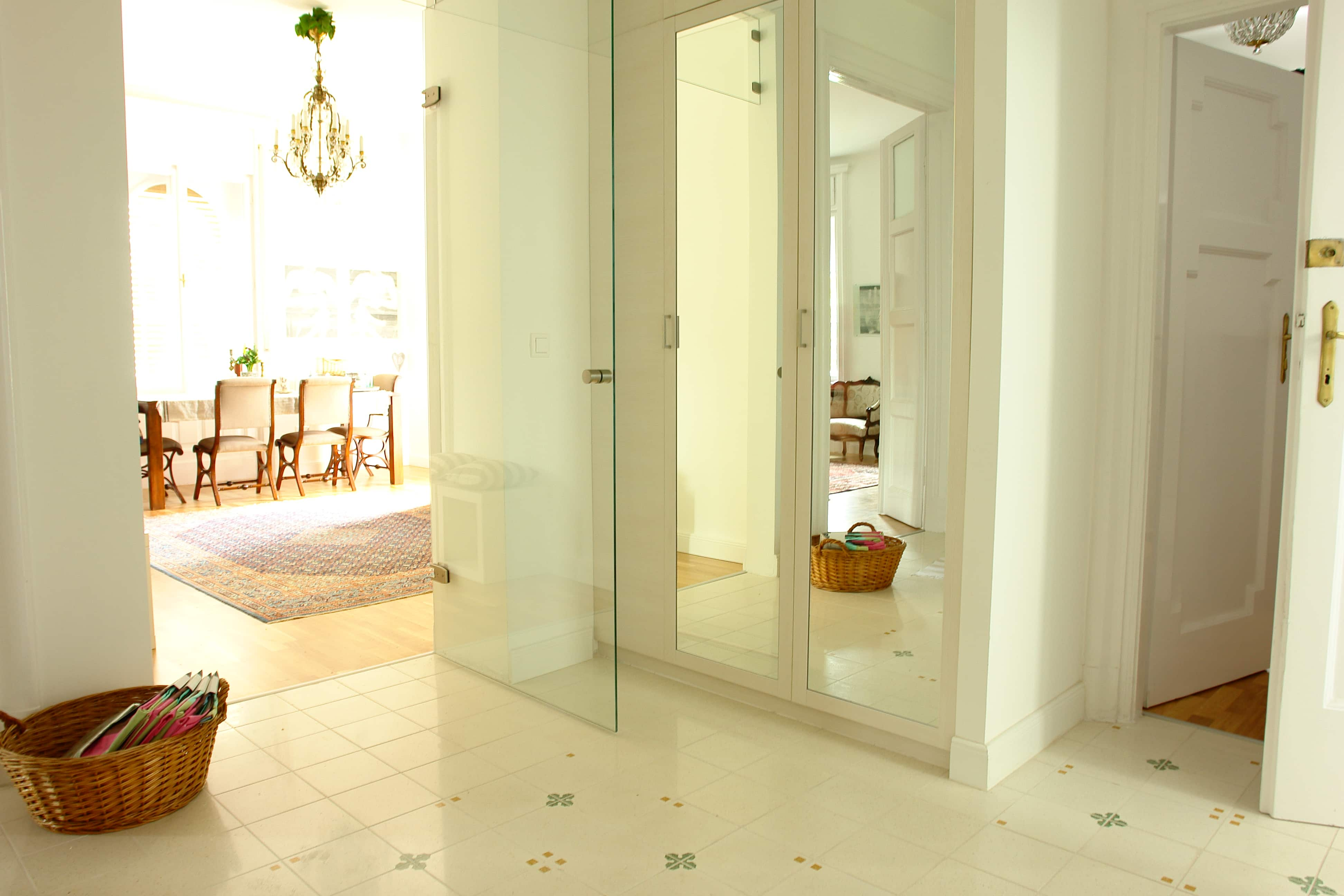 Előszoba szekrény - a tükör tágítja a teret