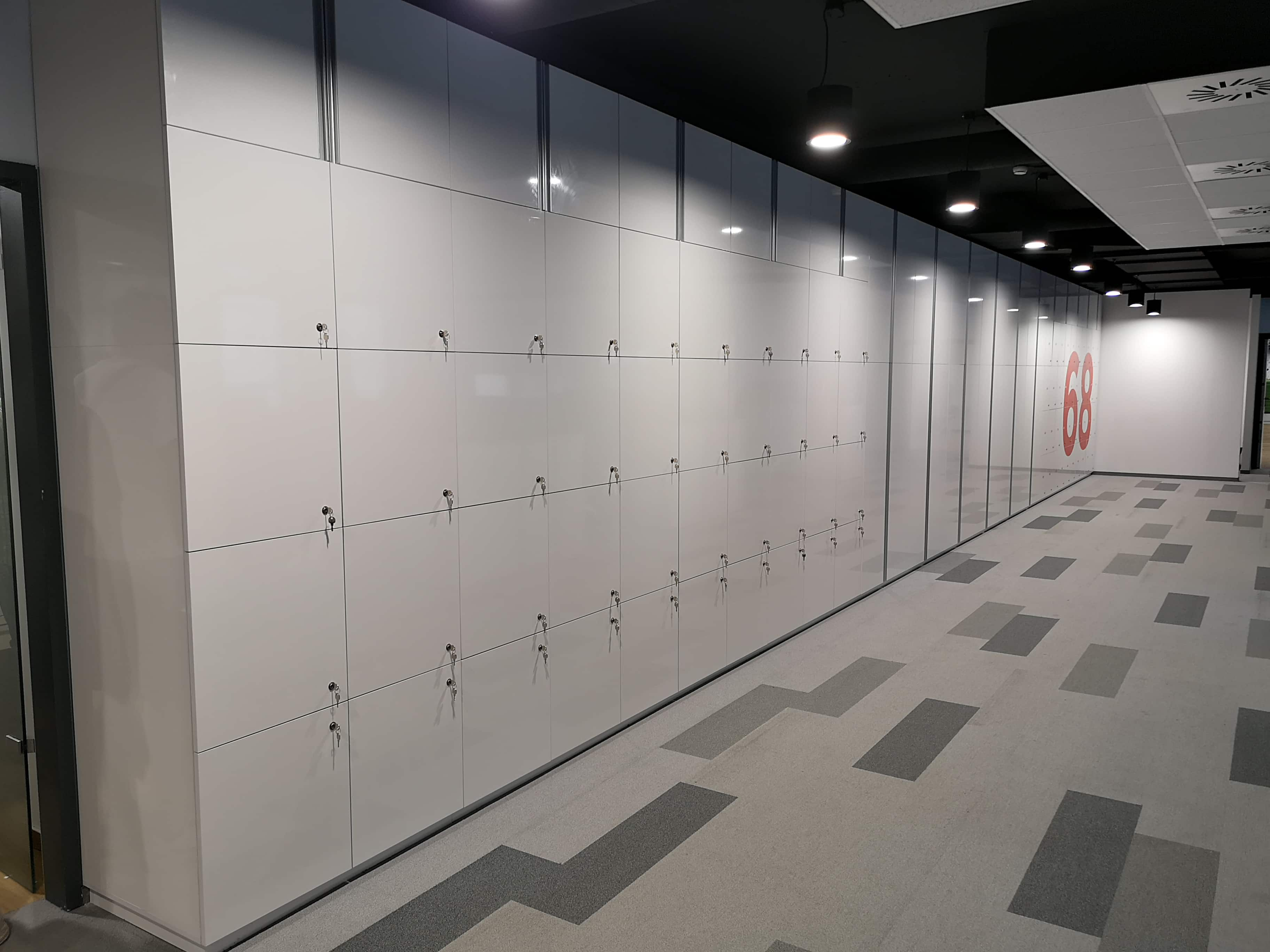 Tizenöt méter beépített szekrény