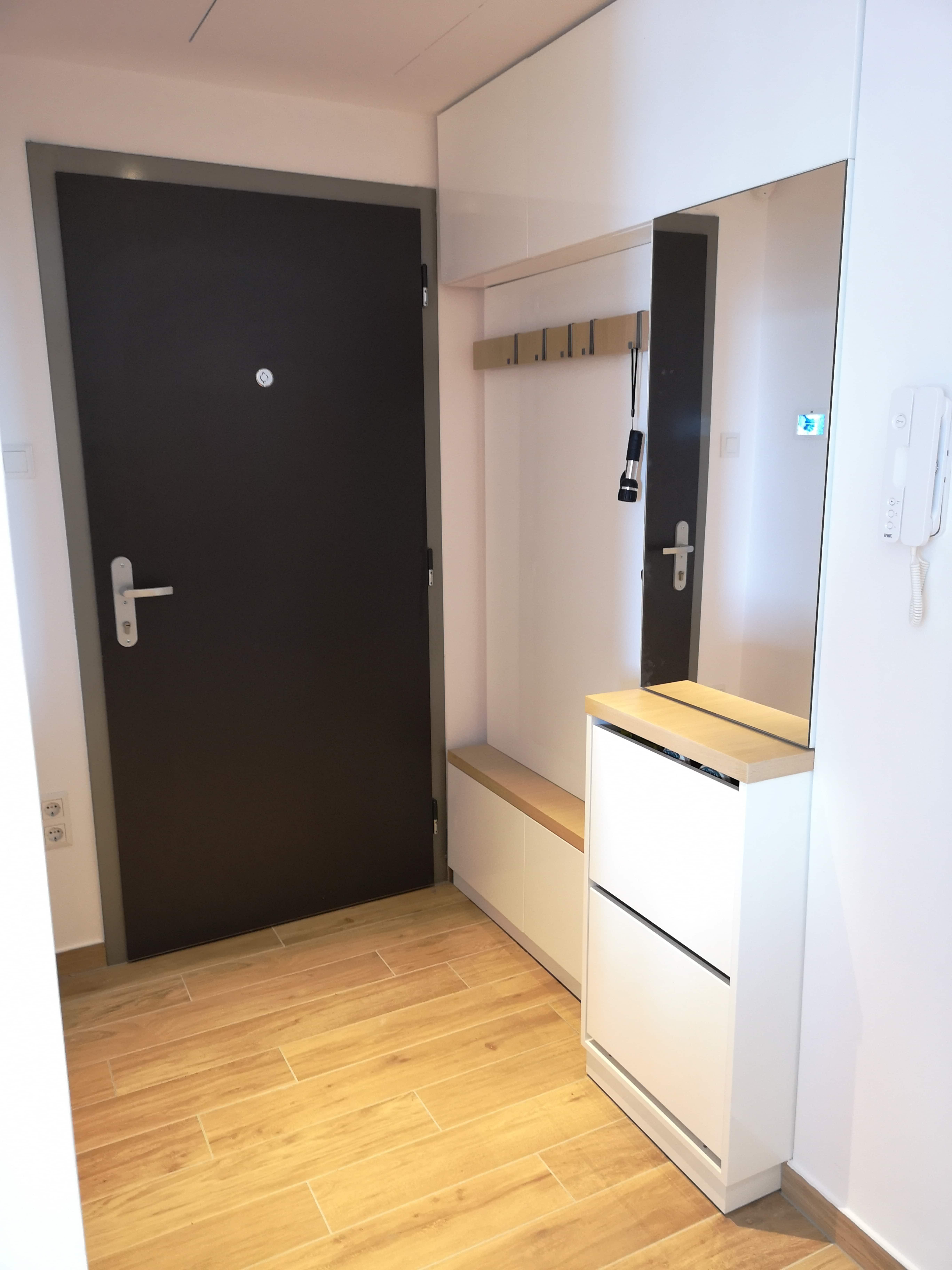 Előszobai szekrény egy igazán szűk térben