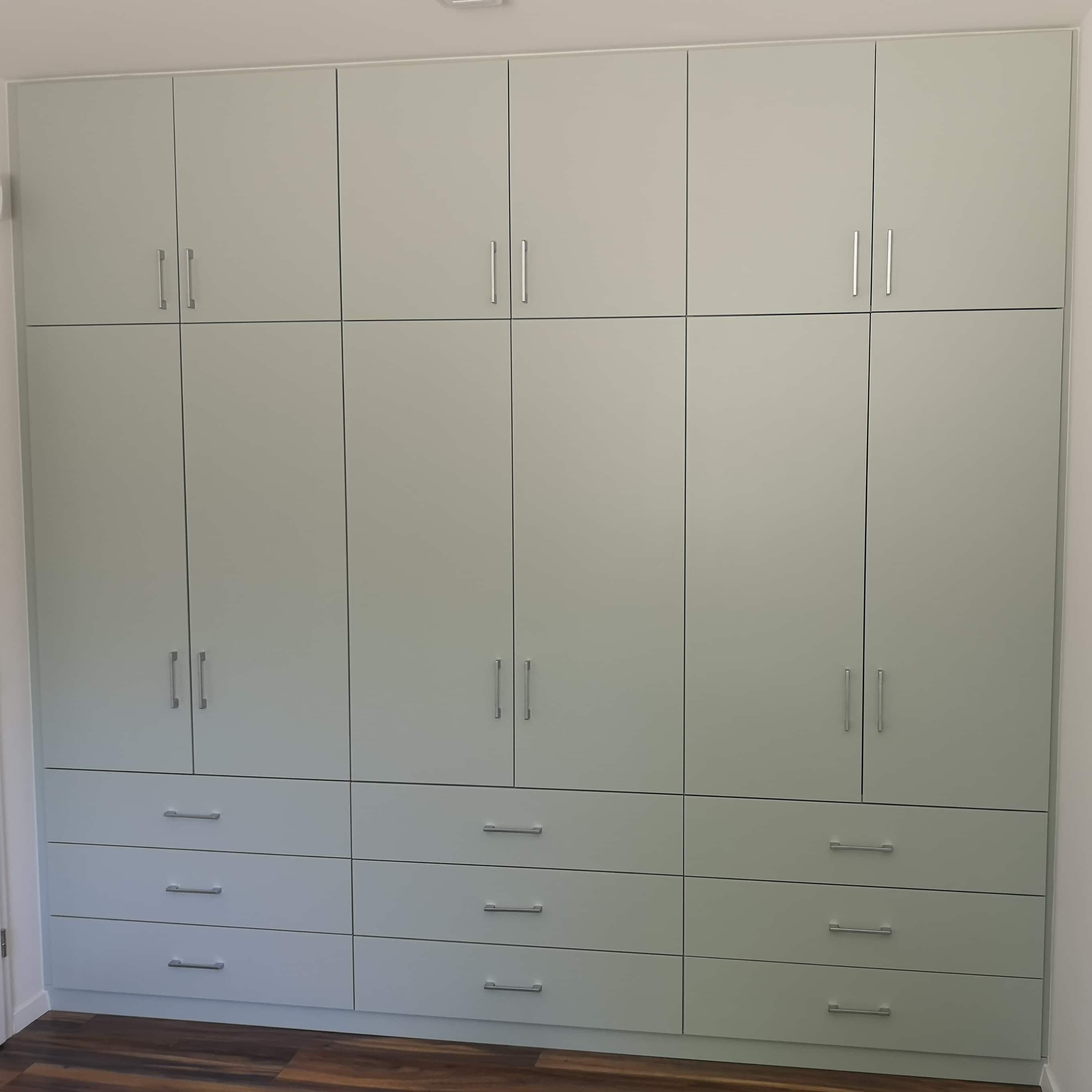 Letisztult gardrób szekrény - a kivitelezés pontossága alapkövetelmény