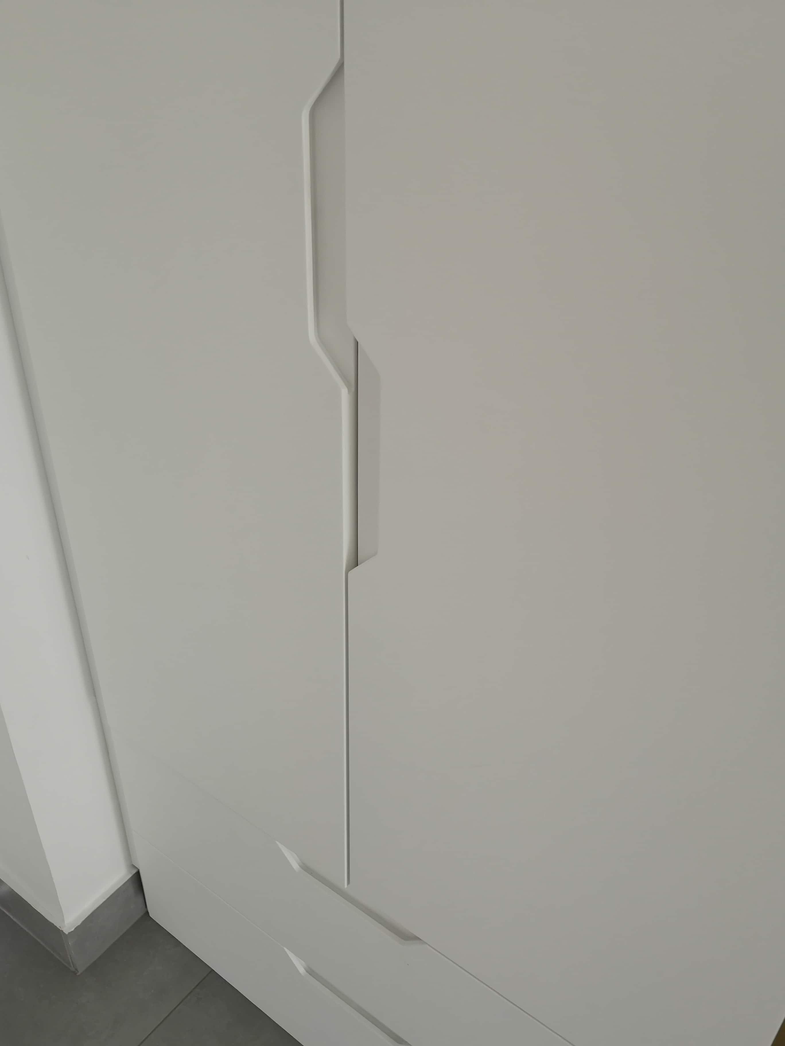 Játékos bemart fogantyú a szekrény ajtókon